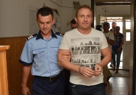Fostul director al Colegiului Andrei Şaguna, Răzvan Vonea, a scăpat definitiv de pedeapsă.  Procesul se reia la Curtea de Apel Oradea