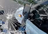 Incident în Oradea: Un bărbat turmentat a oprit maşini pe stradă, în Nufărul, şi a spart oglinda unui autobuz OTL