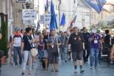 'Apel către mafioţi: Căraţi-vă!'. Orădenii au ieşit din nou să protesteze, în faţa Prefecturii (FOTO / VIDEO)