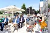 Ospitalitate sufocantă: Școala de ospitalitate elvețiană s-a inaugurat cu oaspeții... ținuți la fiert în soare