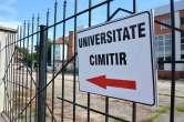 Capăt de drum: Indicatorul care-i trimite pe orădeni la Universitate și… Cimitir