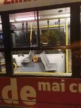 Bătaie între romi: Geamul unui autobuz al OTL a fost spart (FOTO)