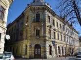 Hotelul Rimanóczy, pericol pentru trecători: Bucăţi din acoperiş sunt smulse de vânt (VIDEO)