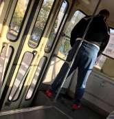 'Nimic nu-l deosebeşte de un animal': Un bărbat a urinat într-un tramvai din Oradea! (FOTO)