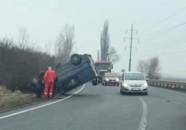 Maşină 'înfiptă' în şanţ pe DN 19, între Biharia şi Oradea