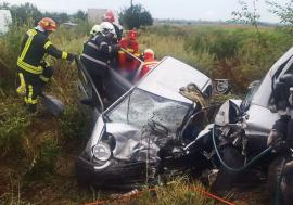 Accidentul de la Tileagd a distrus o familie: Bunicii au murit, nepotul lor este în stare gravă. Cauza impactului