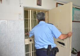 Vizită la puşcărie: O parte a Penitenciarului din Oradea a devenit 'corespunzătoare'. Deţinuţii citesc… Sandra Brown (FOTO / VIDEO)