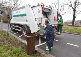 Cum aruncăm biodeşeurile? RER Vest le explică orădenilor cum se colectează corect deşeurile pentru pubelele maro