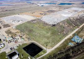 Muntele gunoaielor: Un munte de deșeuri, crescut la marginea Oradiei, va fi îngropat definitiv. Imagini inedite de la halda din Episcopia! (FOTO)