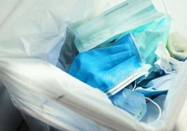 Apel la responsabilitate: Atenție, nu aruncaţi măştile şi mănuşile printre deşeurile reciclabile!