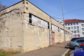 Pică tencuiala: Punct termic în stare deplorabilă, în una din cele mai tranzitate zone din Oradea