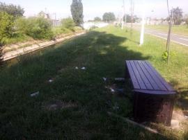 Mizerabilii: Zona de promenadă de lângă Peţa, presărată cu gunoaie