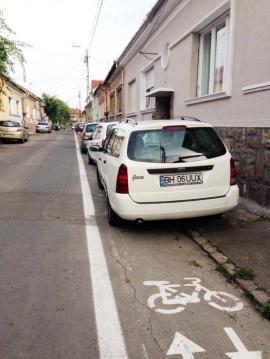 Roţi vs. roţi: Cum 'respectă' şoferii orădeni pistele de biciclete