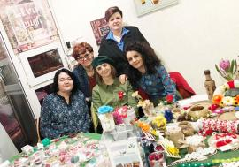 Eco-Profesoarele: Două orădence care au înfiinţat Anima Verde îi învaţă, voluntar, pe elevi cum să colecteze selectiv deşeurile