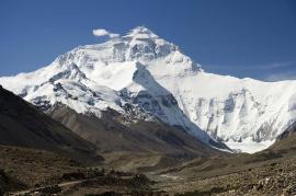 Everestul, 'închis' pentru curăţenie