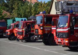 Urgenţe... lente: Pompierii bihoreni ajung tot mai greu la incendii, din cauza maşinilor vechi