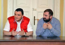 Ambulanţa de Partid: Politrucii de la şefia Serviciului de Ambulanţă Bihor au dat contracte cu dedicaţie