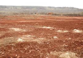 Pedeapsa roşie: Haldele fostei fabrici Alumina din Oradea, cu aproape 3 milioane tone de praf toxic, rămân necurăţate