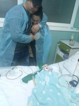 Spital bolnav? Un bebeluş de 7 luni e în stare gravă, părinţii acuzând că s-a îmbolnăvit de rujeolă chiar în Spitalul Municipal