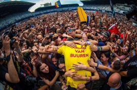 Nu a mai vrut să plece! Armin van Buuren a mixat şapte ore, la final de Untold (VIDEO)