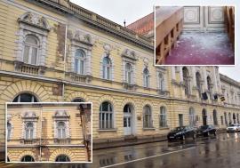 """Medicină cu """"bube"""": Sediul Facultăţii de Medicină din Oradea se ruinează văzând cu ochii (FOTO)"""