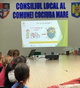 Reciclare şi la ţară! Localnicii din comuna Cociuba Mare încep colectarea selectivă a gunoaielor în 5 fracţii (FOTO)