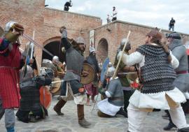 Cetatea în sărbătoare: Mircea Baniciu, Mircea Vintilă, Subcarpaţi şi Vanotek vin la Festivalul Medieval din Oradea