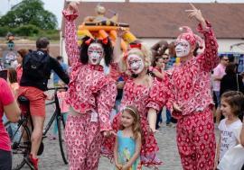Festivalul fanteziei: Festivalul Copiilor aduce anul acesta în Cetate bufoni regali, bazine gonflabile, o pinata imensă şi spectacole de magie (FOTO)