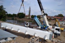 A început montarea primului tronson din structura metalică a podului Centenarului (FOTO/VIDEO)