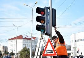 Atenţie la semnalele luminoase! Sensul giratoriu Decebal - Primăriei va fi semaforizat