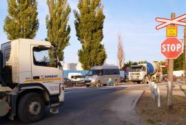 Întârzieri à la CFR. Contractul pentru semaforizarea trecerii de nivel cu calea ferată din strada Uzinelor, semnat după doi ani