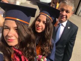 Fetele lui tata: Prin ce şmecherie au ajuns gemenele lui Bodog studente la Medicină în Capitală