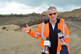 Retrospectiva săptămânii, prin ochii lui Bihorel: Beni Hill asfaltatorul, mândru că a făcut de 5.000 de ori mai multă autostradă decât Moldova