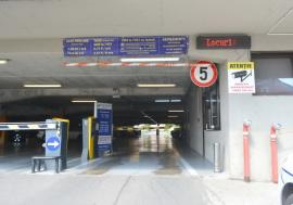 Cine pe cine 'şefeşte'? Primăria Oradea nu e în stare să repare indicatorul locurilor libere din parcarea supraterană