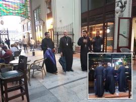 Treime la pub: Imagine inedită cu un episcop şi doi preoţi într-o crâşmă din Oradea