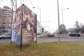 Reclamă la amnezie: Prismele publicitare ale ADP Oradea sunt afişate în continuare, în ciuda interdicţiilor