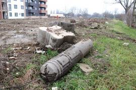 Stâlpul societăţii: Lucrările arhitecţilor Vágó se fac praf sub ochii 'protectoarei monumentelor' din Bihor (FOTO)