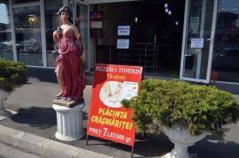 Crâşmăriţă, crâşmăriţă… Zeiţa Athena promovează o pizzerie din Oradea