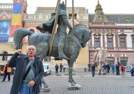 Retrospectiva săptămânii, prin ochii lui Bihorel: Generalul a rămas fără ostaşi în faţa statuii lui Mihai Viteazul