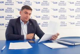 Trădat de bileţel: Ce secrete a aflat Bihorel de pe foaia cu discursuri a șefului ALDE Bihor