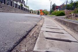 Atac la gume: Fiţi cu băgare de seamă la rigole dacă circulaţi pe strada Gheorghe Doja din Oradea