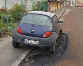 Dorel Viteazul: Muncitorii care au reabilitat o stradă din Oradea au asfaltat în jurul unei mașini! (FOTO)
