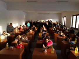Ajută-i să ajute! Asociaţia Piticot caută sponsori pentru dotarea unui centru after-school din satul bihorean Păgaia