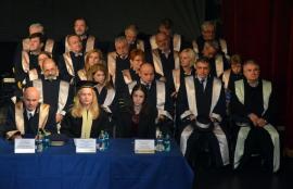 """Prilej de """"curăţenie"""" la Universitatea din Oradea: Noua variantă a Cartei propune ca decanii să nu aibă rude în facultate şi şefii să nu stea în funcţii mai mult de 8 ani"""