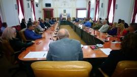 Şefii instituţiilor guvernamentale din Bihor, reuniţi la Prefectură ca să se uite la... filmuleţe de pe net