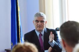 Academicianul Dăianu, co-autor al strategiei de aderare la moneda euro, la Oradea: 'Nu mai îmi cereţi o dată anume!' (FOTO)