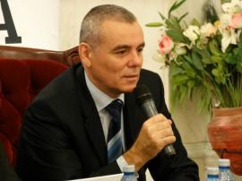 Sorbonica cu rușinica: Cum l-a făcut Universitatea din Oradea om mare pe (încă) un impostor
