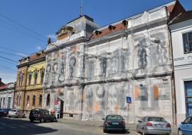 Consiliul Judeţean s-a hotărât să reabiliteze faţada Filarmonicii, dar de ruinele fostei Policlinici Mari nu se atinge