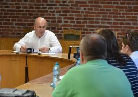 Ghici ciupercă ce-i? Primarul Ilie Bolojan şi-a convocat de urgenţă directorii la Ciuperca