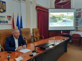 Ioan Mang raportează depăşirea planului la covoare asfaltice: se fac 150 kilometri, nu 130. Deocamdată, însă, nu s-au făcut nici măcar 70!